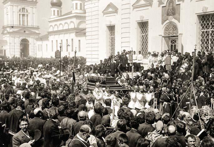 Император Николай II и великие князья несут гроб с мощами преподобного Серафима Саровского